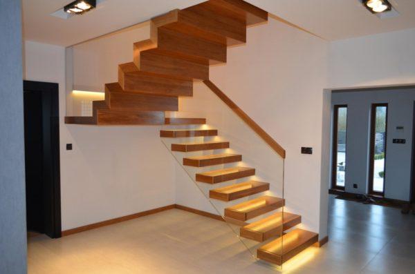 Консольная лестница - стекло и дерево