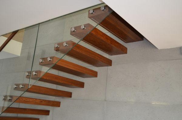 Консольная лестница - стекло и дерево 2