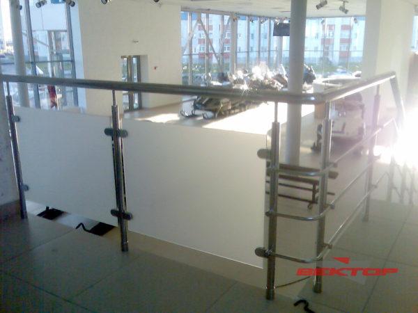 Комбинированные ограждения из нержавеющей стали и стекла